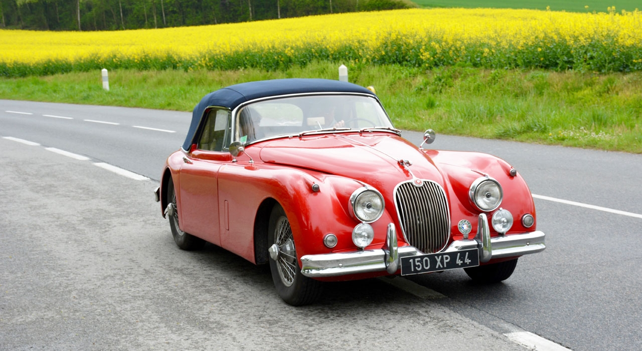 Amicale_jaguar_de_france_ Jaguar_ancienne_rouge